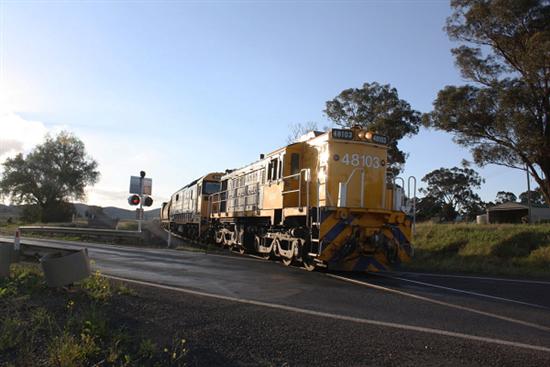MANILDRA-RAIL-LEVEL-CROSSING-1-TRAIN.png