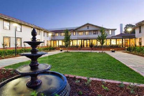 HOTEL-KURRAJONG-5-COURTYARD-2